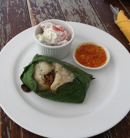 Banana leaf wrapped fish at Ecohab Tayrona_7804173570_m