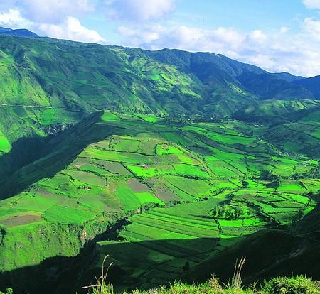 Ecuador Valley_7644576054_m