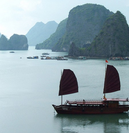 Halon Bay Vietnam