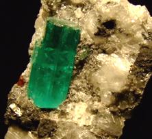 Emerald_crystal_muzo_colombiaweb